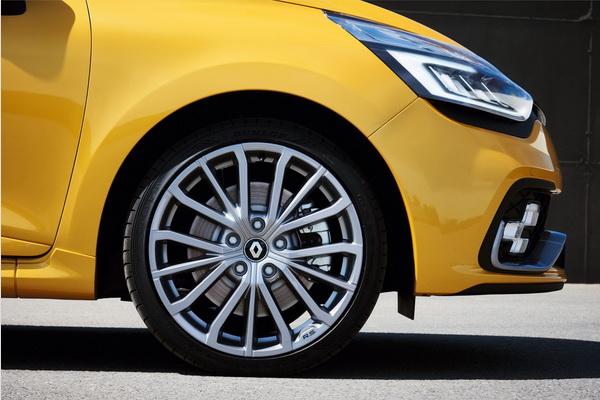 Predstavljen restilizovani  Clio RS 200 EDC & RS 220 Trophy