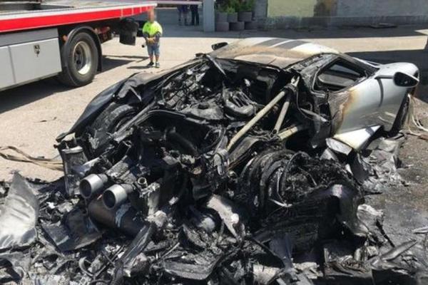 Kolekcionaru kome je izgoreo GT model Ford je poslao novi