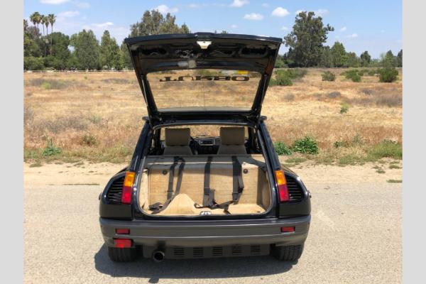 1985 Renault R5 Turbo 2 Evo predstavlja pravi francuski klasik