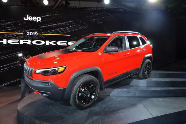 Novi Cherokee dobija novo lice i turbo opciju
