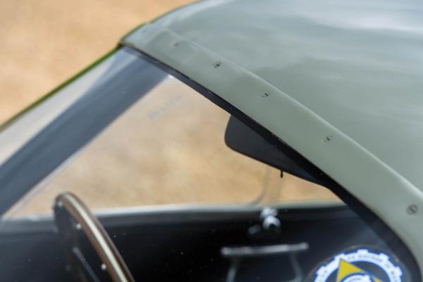 Ovom Aston Martin klasiku mogu pozavideti moderni superautomobili