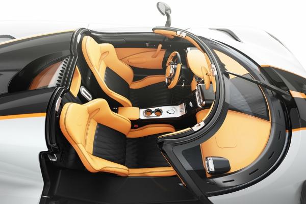 Koenigsegg u Ženevi predstavlja dva Regera i restaurirani CCX model