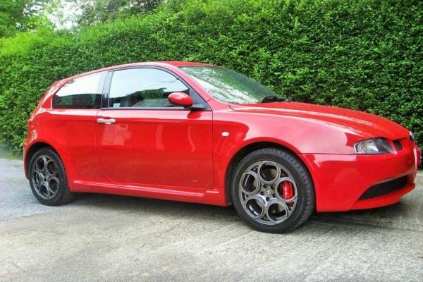 Zaljubiti se u Alfa Romeo 147 GTA V6 uopšte nije teško