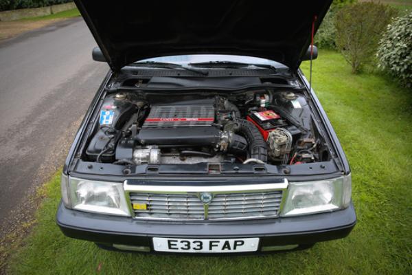 Neverovatni Lancia Thema 8.32 model sa Ferrari V8 motorom