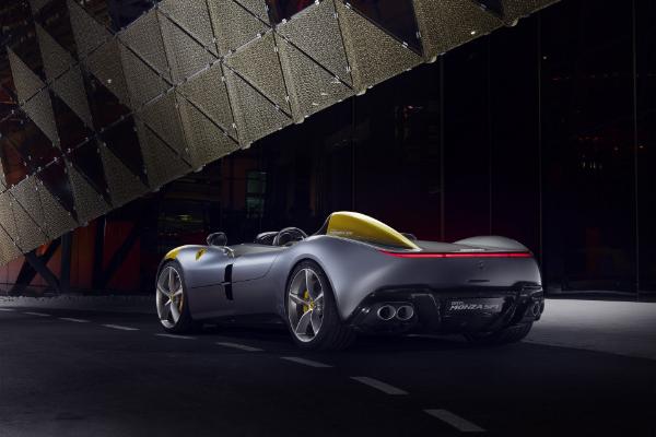 Ferrari Monza SP1 i SP2 debituju sa najmoćnijim V12 motorima kompanije