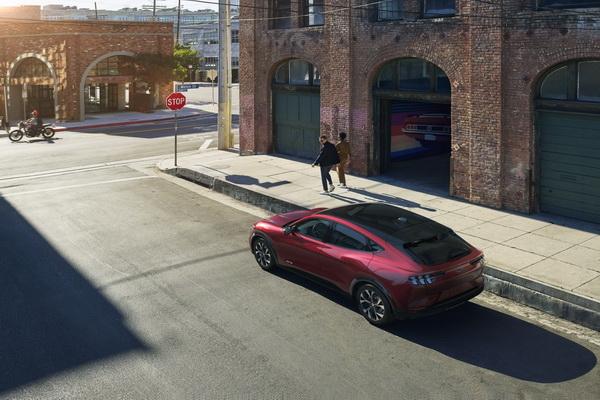 Ford predstavio novi Mustang Mach E model