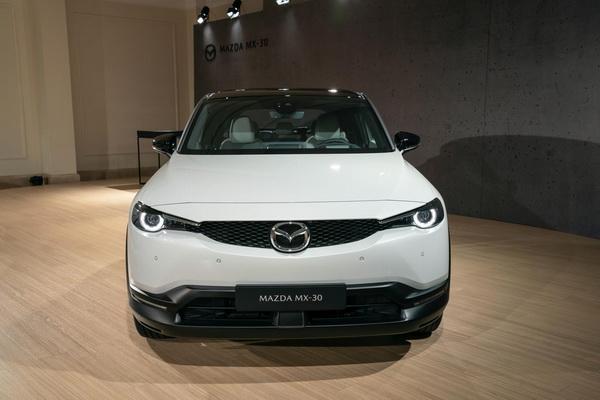 Prvi uvid u Mazdin MX 2020 model