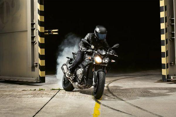 BMW predstavlja snažniju verziju 1000 R motora