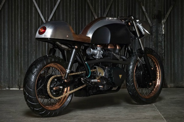 Unikatni Triumph Truxton 900l