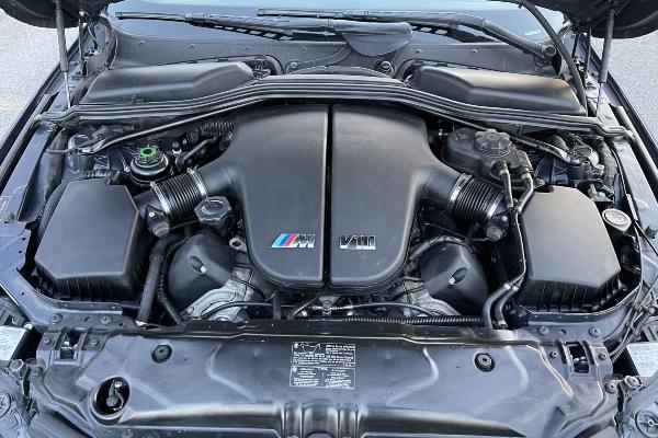 Moćna V10 mašina kompanije BMW sa 500 konja i niskom kilometražom