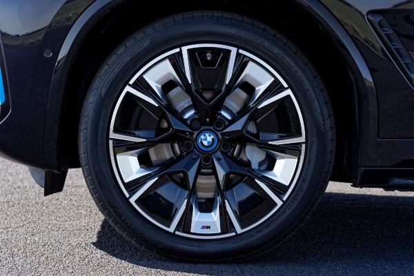 BMW predstavlja novu liniju 2022 iX3 modela