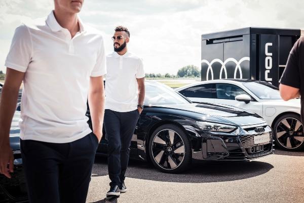 Audi uručio ključeve svojih novih električnih modela igračima Bajerna