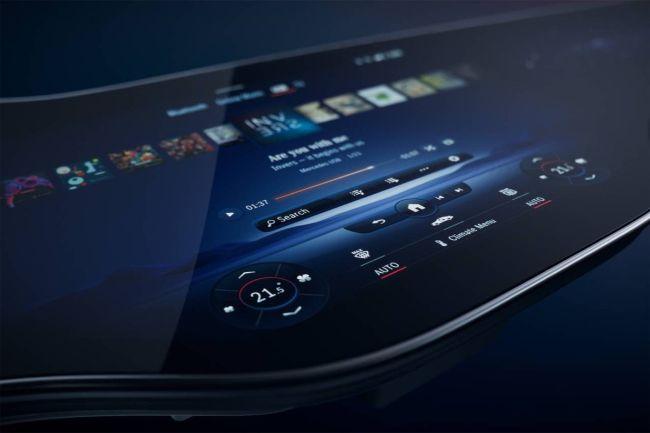 Mercedes predstavio pametnu konzolu od 56 inča