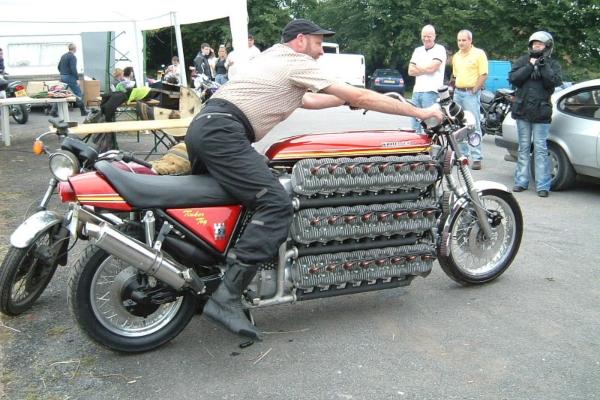 Potpuno nepraktičan ali krajnje zadivljujuć - Unikatni Kawasaki sa 48 cilindara