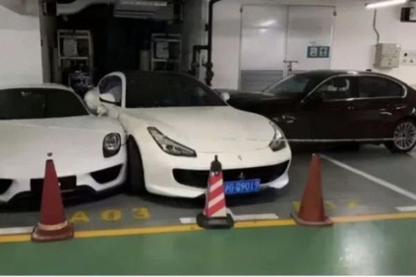 Besna žena porodičnim BMW modelom uništila par egzotičnih automobila