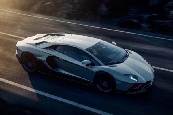 Slavni Lamborghini Aventador odlazi u istoriju