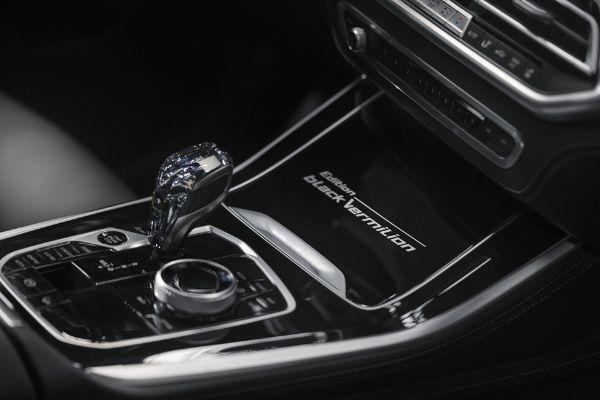 Pređite na mračnu stranu u novim BMW specijalnim izdanjima
