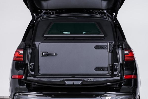 Spoj luksuza i bezbednosti - Prvi blindirani BMW X7 na svetu