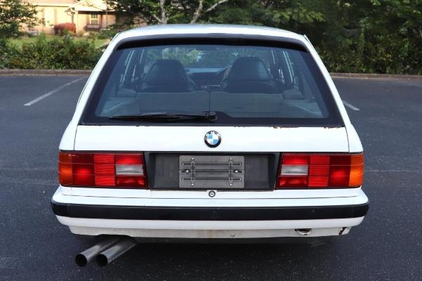 BMW E30 karavan sa M3 E36 mašinom prodat za gotovo 18.000€