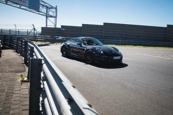 Porsche 911 GT2 odnosi titulu najbržeg ulično legalnog modela na Nirburgringu