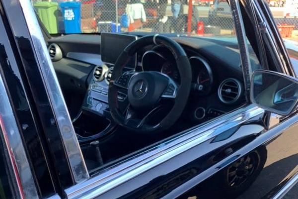 Klasični Mercedes-Benz W108 sa moćnim srcem AMG C63S automobila