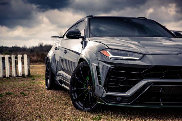 Tjunirani Lamborghini Urus karbonske karoserije