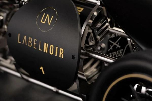 Savršeni švajcarski sat namenjen ljubiteljima automobila